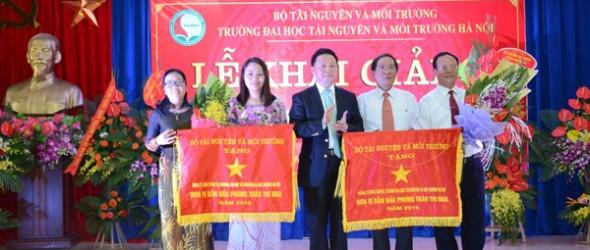 Khoa LLCT nhận cờ thi đua của Bộ